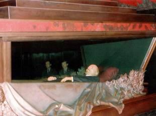 lenin-mausoleum-sarcophagus-04
